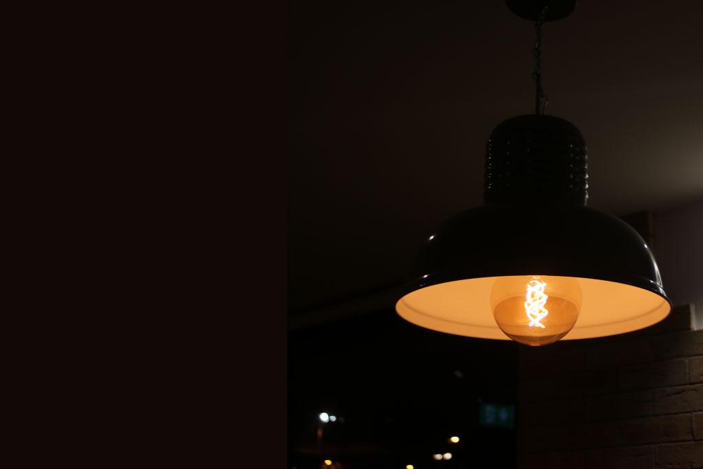 hanging-light-in-the-dark-kellys-diner.jpg